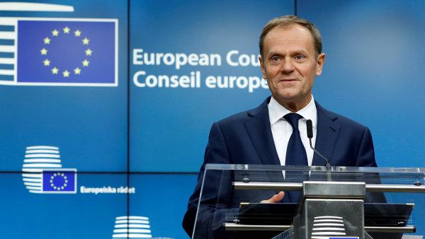 Polák Donald Tusk získal druhý mandát v čele Evropské rady poměrem 27 : 1, jediný hlas proti patřil zemi jeho původu.