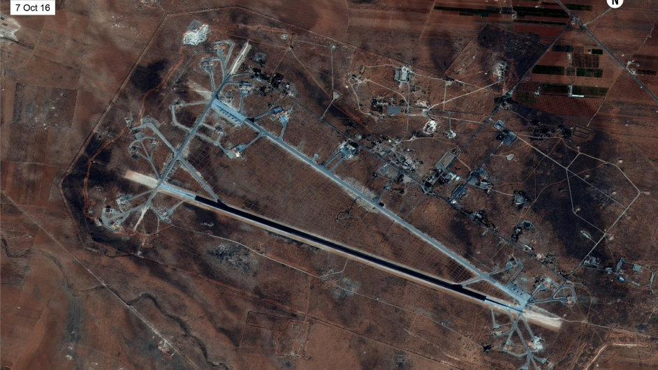 Základna Šajrát nedaleko Homsu na západě Sýrie, na kterou zaútočily americké střely.