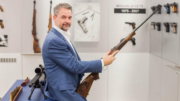 Budeme vyrábět v Americe, říká šéf zbrojovky Lubomír Kovařík.