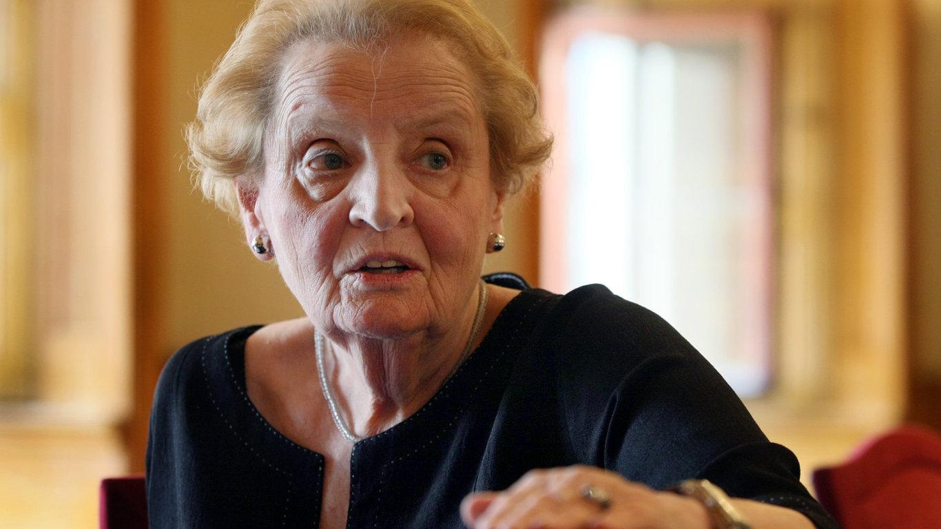Madeleine Albrightová je na snímku z pražského Aspen Institutu v červenci 2012.