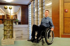Tři lidé se zdravotním handicapem mluvili o svých zkušenostech z trhu práce. Zaměstnavatel jim vyšel vstříc, na oplátku získal loajální pracovníky