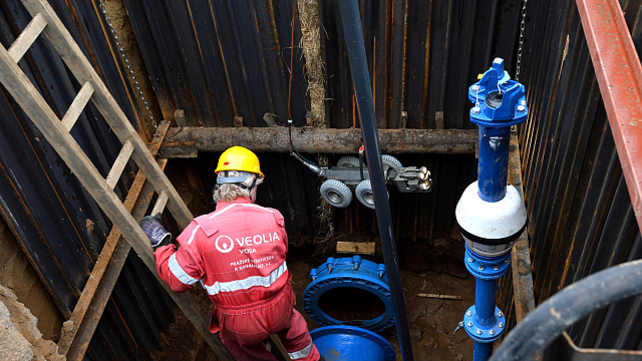 Vodohospodáři začali s kamerovým průzkumem potrubí v Dejvicích.