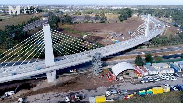 Unikát v Sydney. Most pro metro drží 173 kilometrů ocelových lan