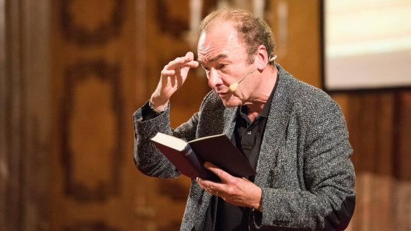 Robert Menasse v Praze četl ze svého do češtiny dosud nepřeloženého románu Die Hauptstadt.