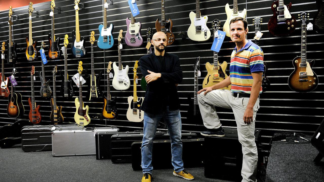 Jan Pils (vlevo) a Vladimír Myslík, spolumajitelé e-shopu Kytary.cz