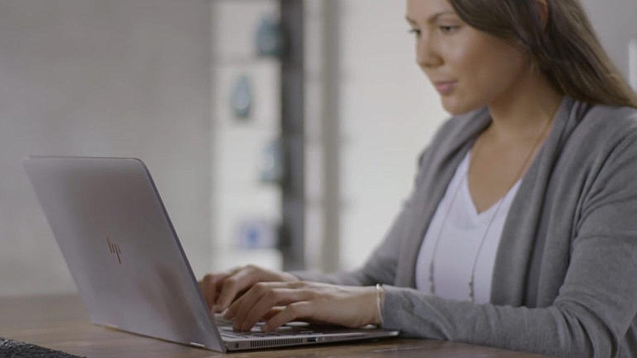 TEST: Nový notebook od HP to zkouší s čipy od AMD v elegantním těle