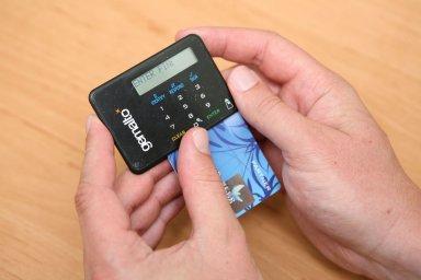 Kvůli chybějícím licencím nemohou české firmy použít programovací rozhraní bank. Jejich služby proto zaostávají za zahraniční konkurencí.