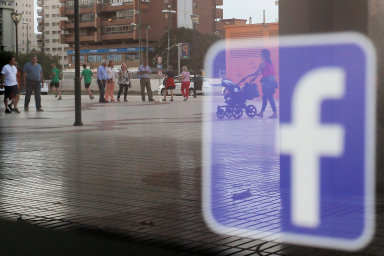 Společnost Facebook uzavřela dohody o sdílení dat s nejméně 60 výrobci telefonů.