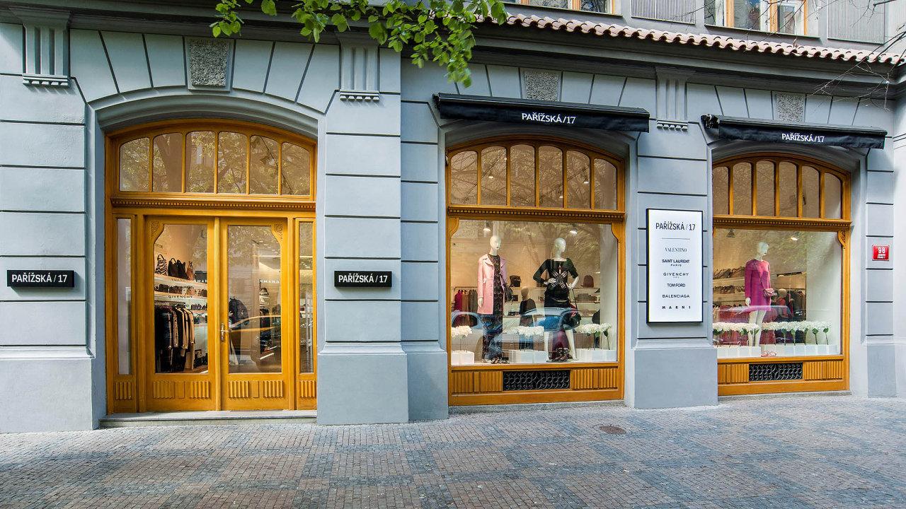 Společnost LBM provozuje butiky v pražské Pařížské ulici, jež je považována za nejprestižnější nákupní třídu v tuzemsku.