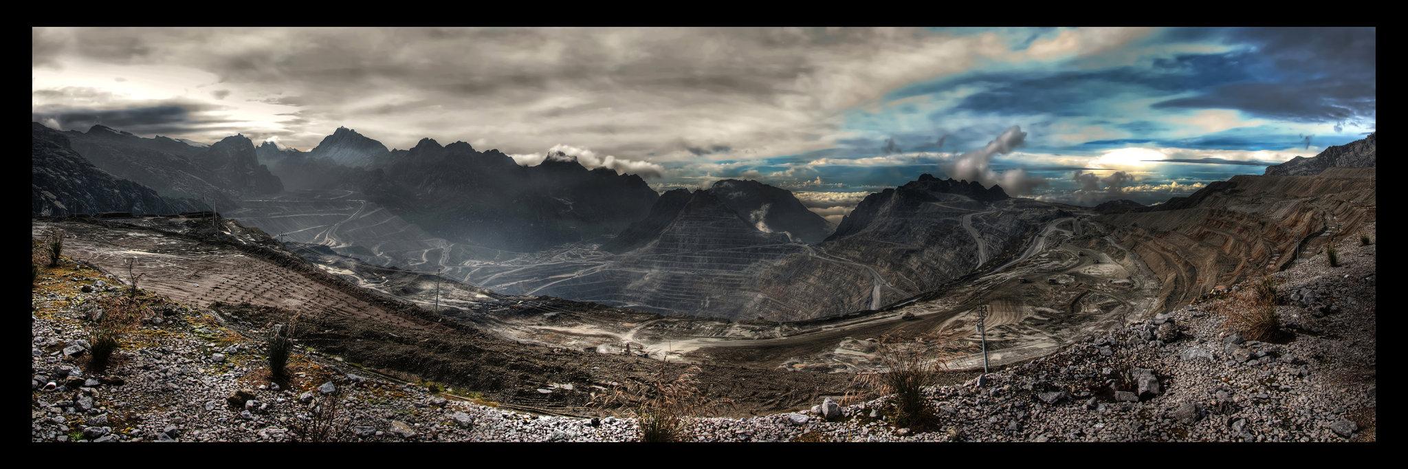 Grasberg, největší měděný důl na světě.