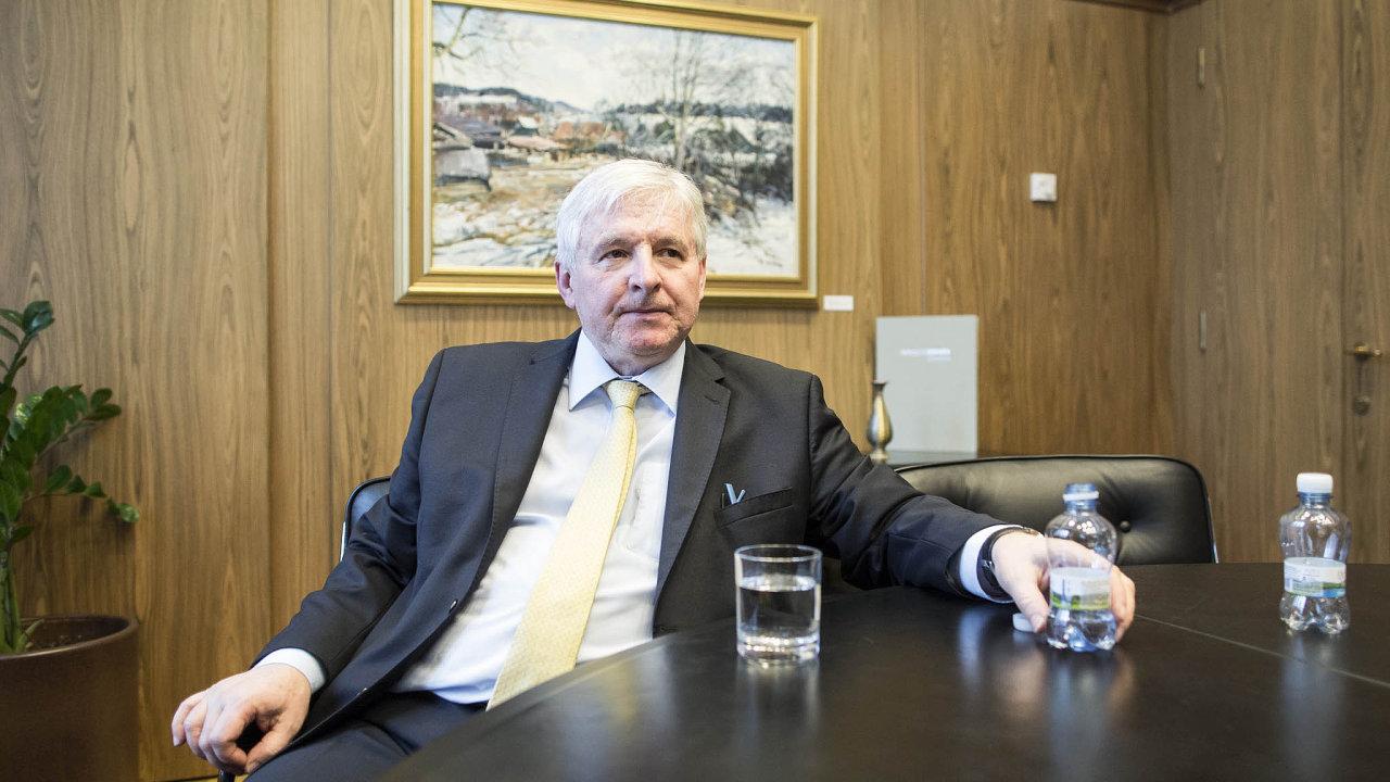 Guvernér Jiří Rusnok působí vČNB od 1. března 2014.