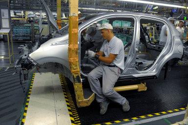 Vedení automobilky TPCA se v pondělí s odboráři dohodlo na růstu mezd na příští dva roky.