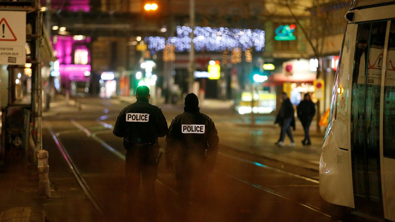 Francouzská policie zabezpečuje oblast po střelbě v centru Štrasburku.