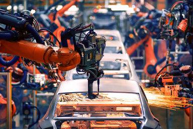 Odborníci odhadují, že největší úbytek pracovních míst bude v kategorii zaměstnanců, kteří obsluhují stroje, zařízení nebo pracují jako montéři - Ilustrační foto.