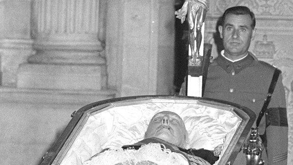 Kde skončí mrtvý vůdce Franco?