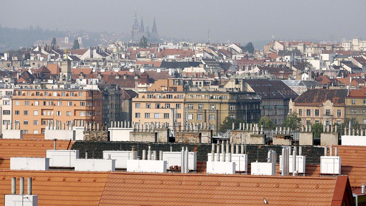 Nedostatek volných bytů k pronájmu je akutní hlavně v Praze.