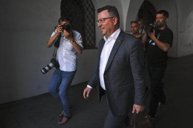Otálením s odvoláním ministra kultury Antonína Staňka (ČSSD) porušil podle právníků prezident Miloš Zeman ústavu.