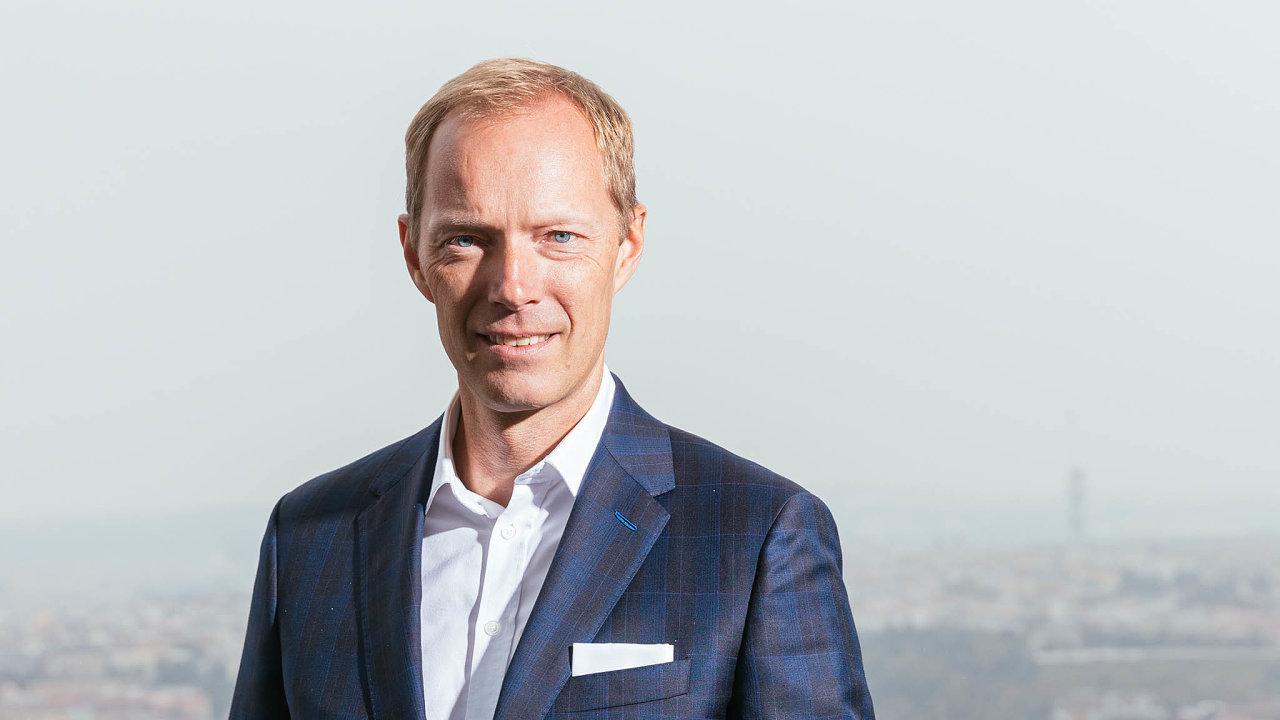 Podle Jiřího Zelinky z Raiffeisenbank by privátní banka měla nafinančním trhu dokázat zajistit pro klienty takřka cokoliv. Itak se ale při zhodnocování majetku klientů vyhýbá například kryptoměnám.