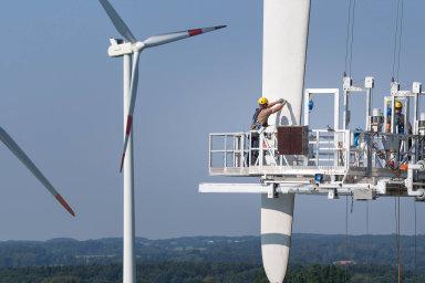 Biliony začisté klima: Celkově by zasnížení emisí skleníkových plynů apřechod naklimaticky čisté zdroje elektřiny Česko mělo zaplatit biliony korun.