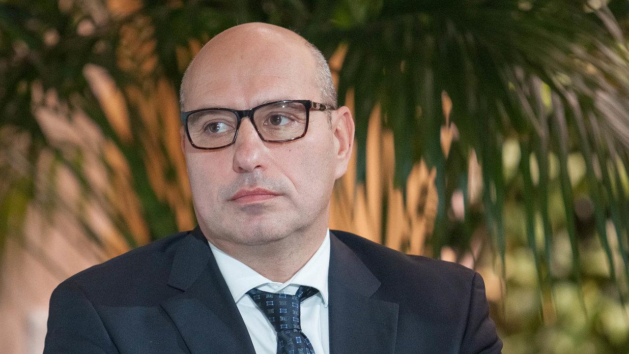 Peter Lukáč působí veslovenské investiční společnosti IAD Investments. Vroce 2012 byl uvzniku dceřiné firmy ZFP Investments. Vní působí jako místopředseda představenstva.