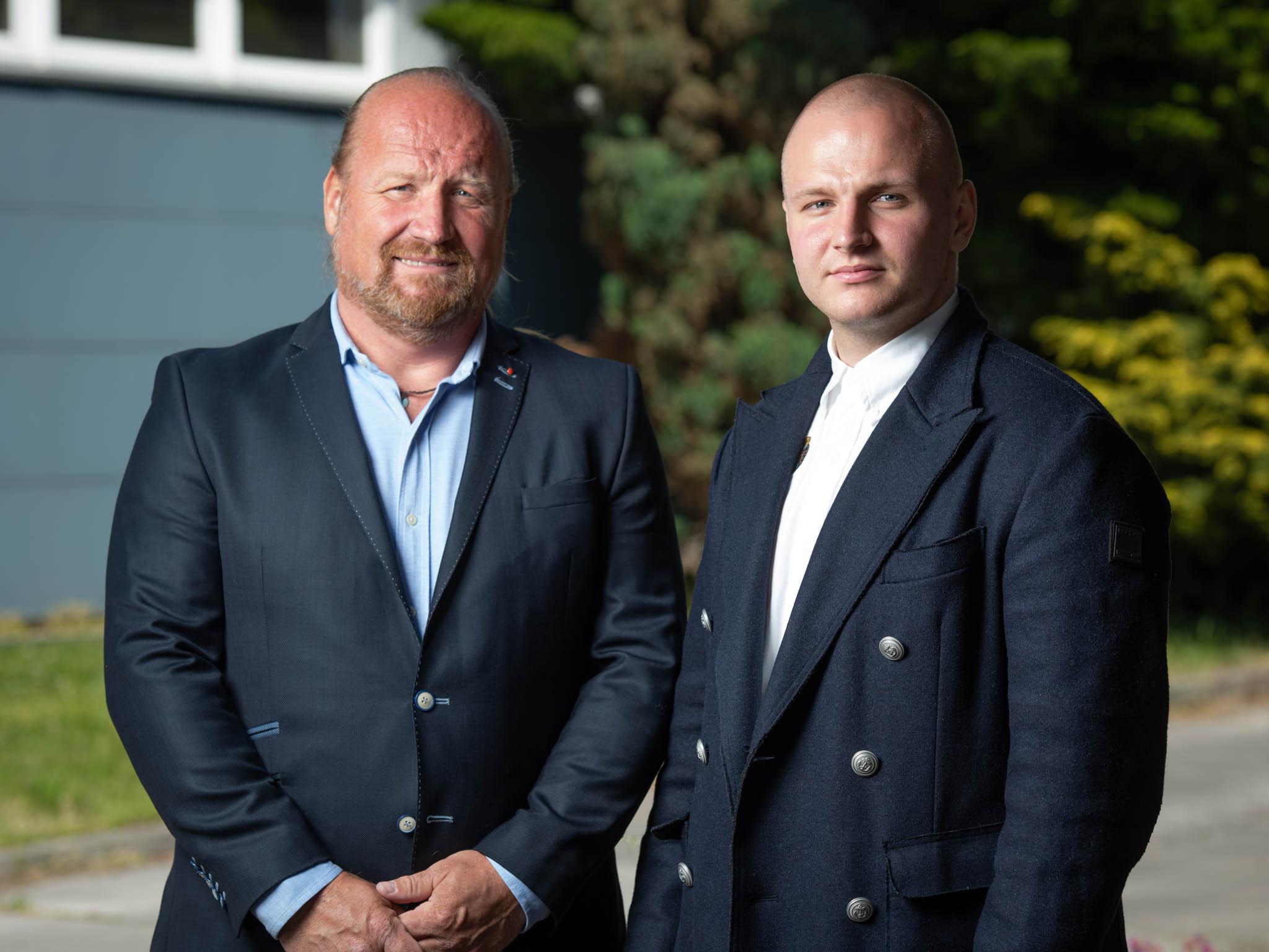 Nanoroušky v Turnově vyrábí společnost Cubo Investments, za kterou stojí otec a syn Kostkové, oba Antonínové.