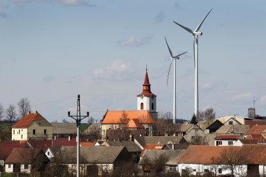 Nejvhodnější pro větrné elektrárny je Vysočina, stojí tam ale jen sedm větrníků. Největší větrný park je vPavlově naJihlavsku (nasnímku). Vyprodukuje elektřinu zhruba pro osm tisíc domácností.