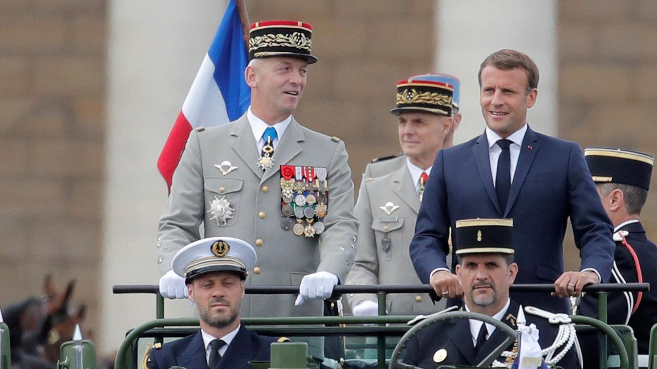 Znovu doboje: Francouzský prezident Emmanuel Macron jde znovu doboje, tentokrát proti nejhlubšímu ekonomickému propadu odkonce druhé světové války. Nasnímku při oslavách výročí pádu Bastily.