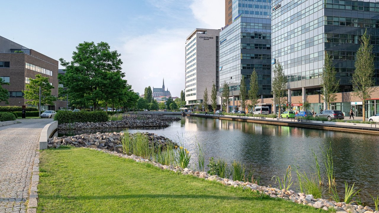 Společnost plánuje kancelářský areál s deseti budovami a zhruba 4000 pracovními místy přeměnit na oblast s nulovým netříděným odpadem.