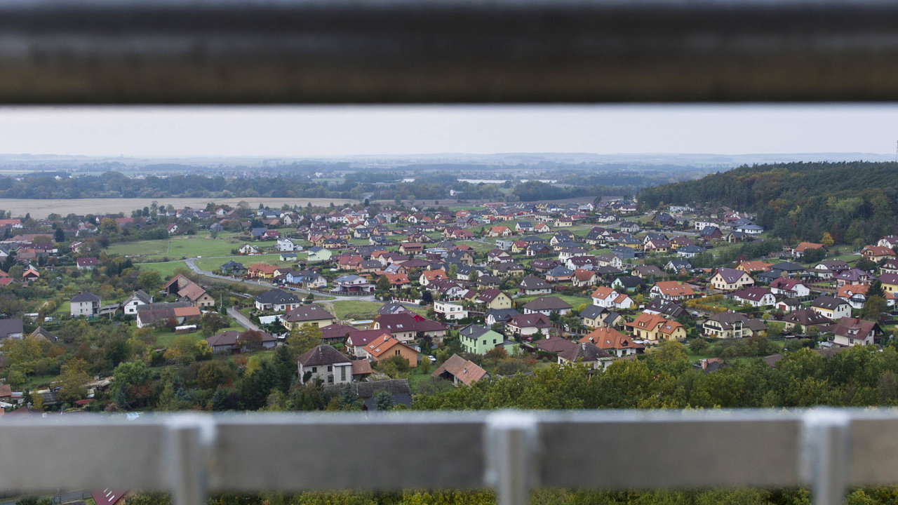 Vodovodní akanalizační potrubí veVysoké nad Labem má více majitelů. Část vlastní obec společně spodnikem VAK Hradec Králové, potrubí vnové zástavbě pak patří soukromé firmě.