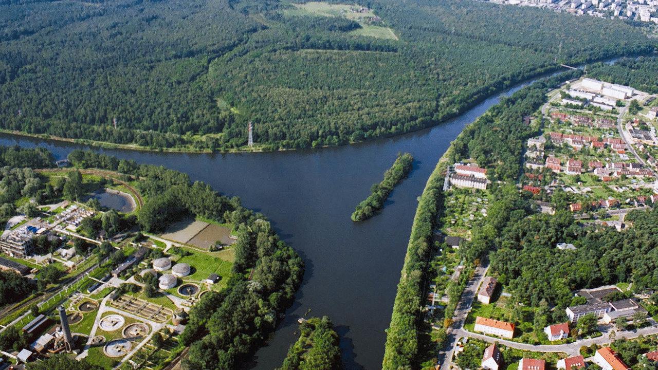 Ovýstavbě koridoru, jenž propojí řeky Dunaj, Odru aLabe, se mluví přes 100 let. Původní záměr byl splavnit vodní toky mezi Baltským, respektive Severním aČerným mořem.