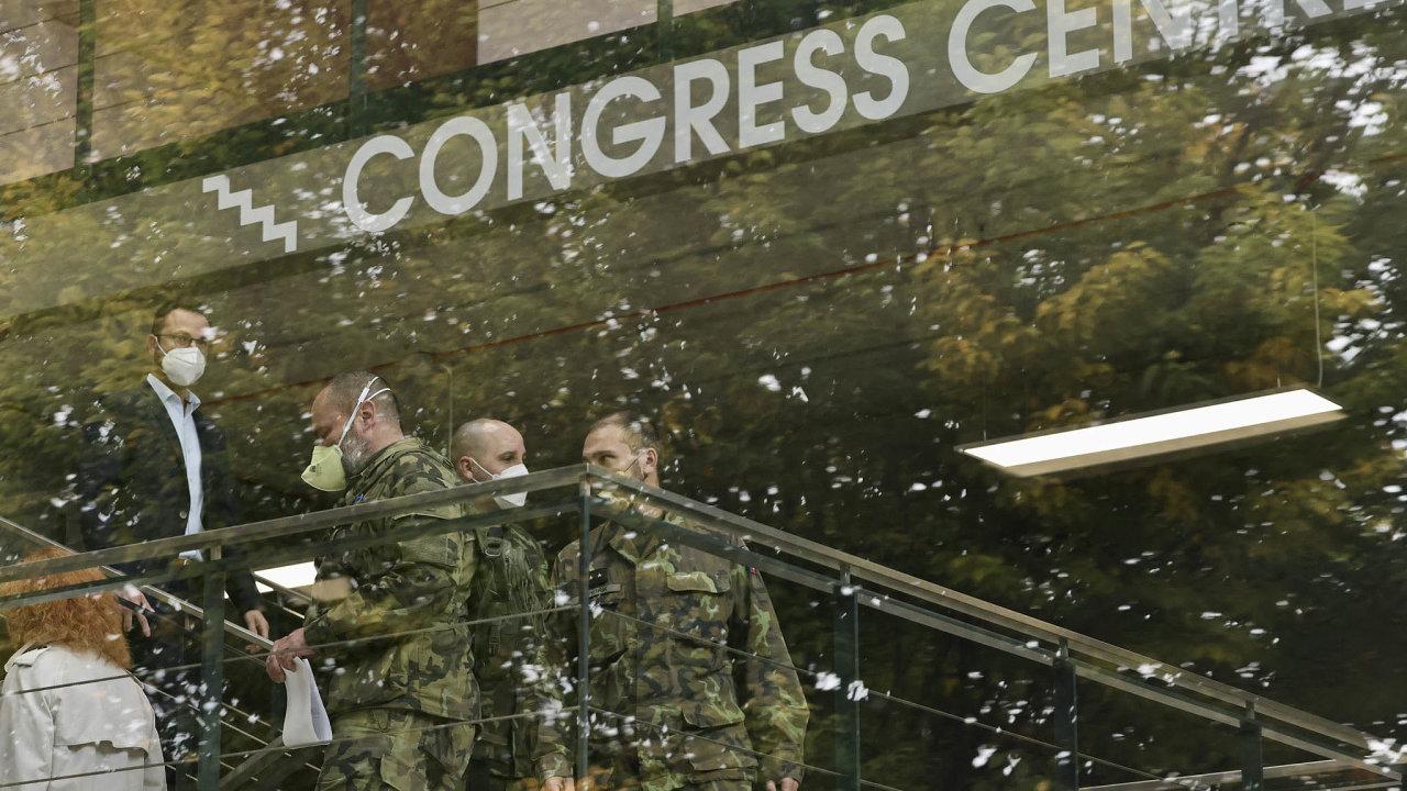Výstavbu polní nemocnice v Letňanech bude mít na starosti armáda. Začít se má o víkendu, ale vojáci si už ve čtvrtek