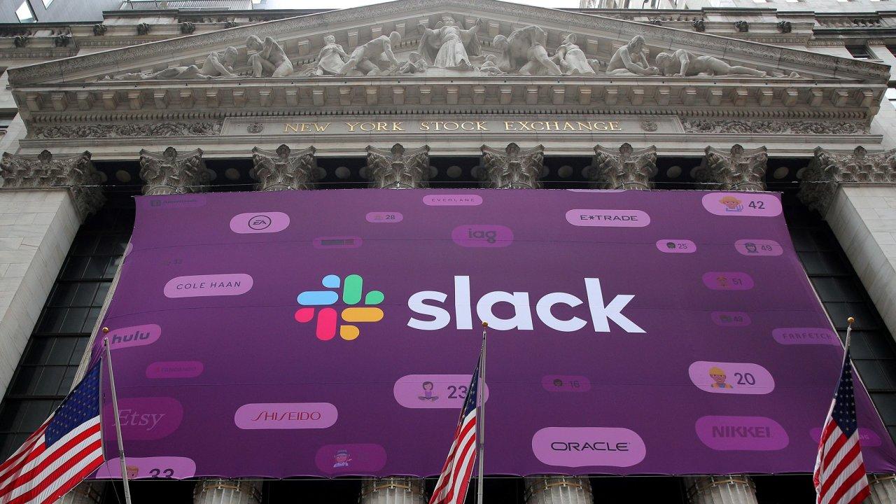 Banner Slacku vyvěšený na newyorské burze.