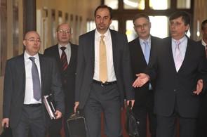 Martin Barták, Jan Kohout a Jan Fischer přicházejí na zasedání vlády.
