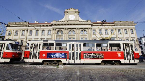 Tramvaj na pražském Pohořelci. Ilustrační foto
