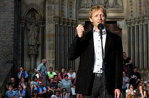 Podnikatel Karel Janeček na demonstraci na podporu odvolaného ministra spravedlnosti Jiřího Pospíšila