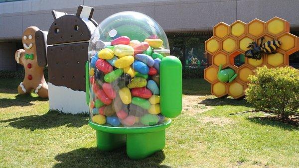 Socha maskota operačního systému Android ve verzi Jelly Bean v Googleplexu