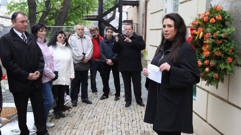 Suverenita Jany Bobošíkové slaví svátek práce u památníku na Střeleckém ostrově