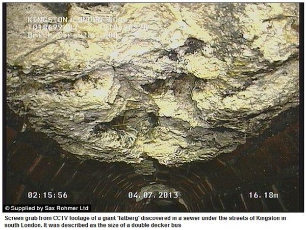 Tuková koule v podzemí Londýna