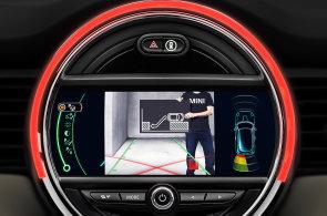 Stylové Mini dostane do vínku nové technologie: Pozná chodce a samo zaparkuje