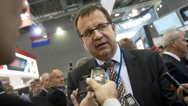 Ministr pr�myslu a obchodu Jan Ml�dek (�SSD)