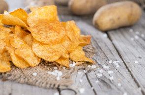 Legenda o naštvaném kuchaři vypráví, jak vznikly první chipsy
