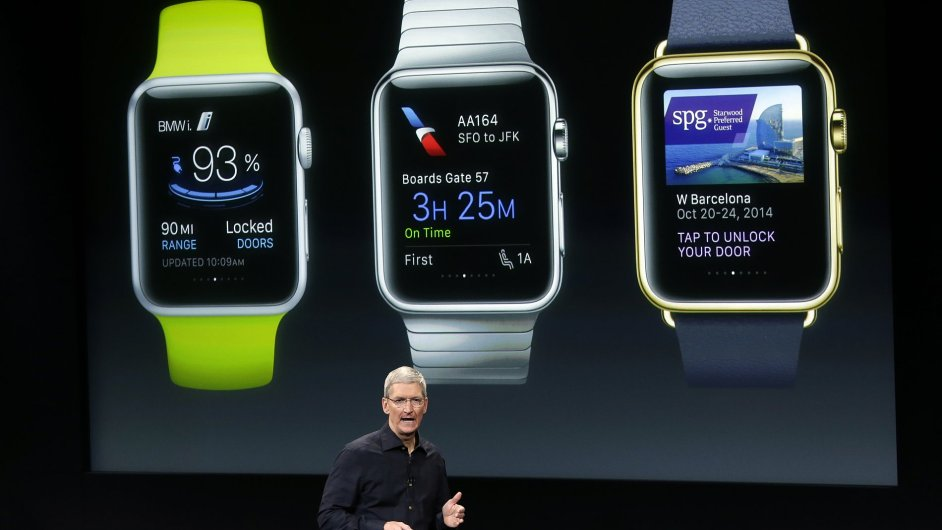 Generální ředitel společnosti Apple Tim Cook představuje nové hodinky Apple Watch.