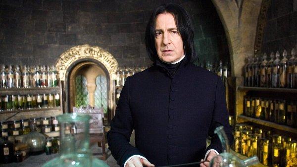 Alan Rickman hrál v sérii o Harrym Potterovi profesora Snapea.