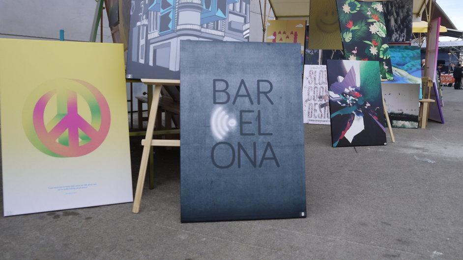 Nápis Barcelona s logem bezdrátové sítě