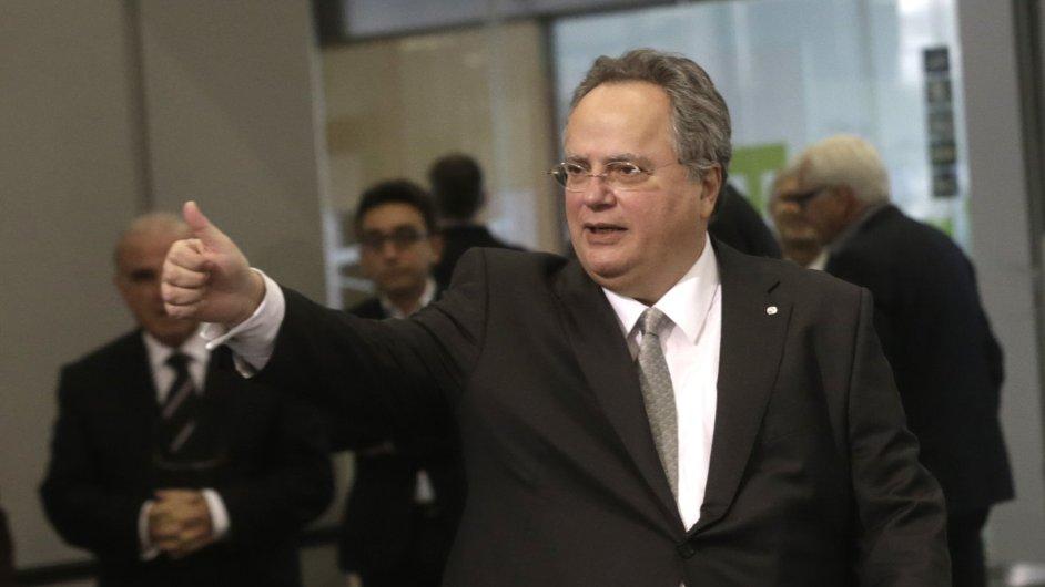 Řecký ministr zahraničních věcí Kotzias na pátečním neformálním setkání v Rize.