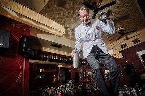 Pro bar je zásadní charisma, říká majitel pražského podniku Michael Tretter