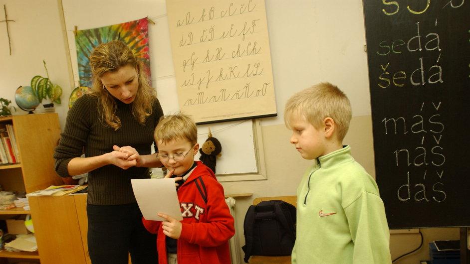 Učitelka během vyučování, ilustrační foto.