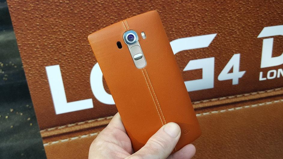 LG G4 v kožené verzi