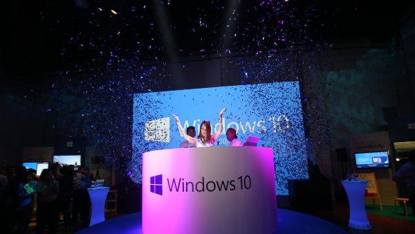 Sn�mek ze zah�jen� distribuce Windows 10 v Singapuru