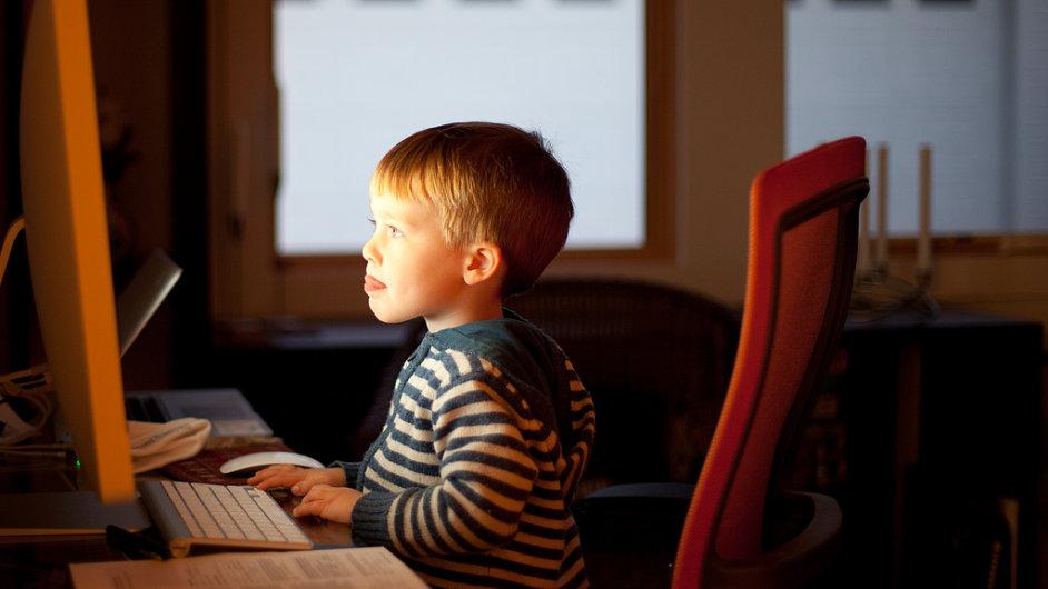 Závislost dětí na technologiích je stále častější - Ilustrační foto.